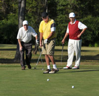 senior-golfing-buddies